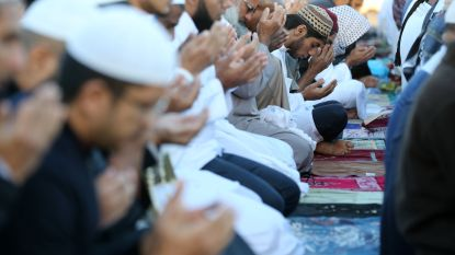 In deze Franse stad rekruteert IS bij de vleet en zwaaien islamisten de plak: alle slagers zijn halal, enkel mannen op café