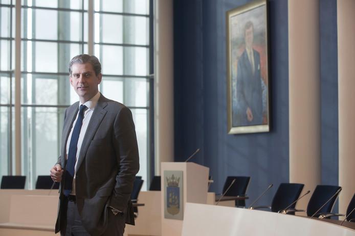 Burgemeester Wouter Kolff in de raadszaal van Veenendaal.
