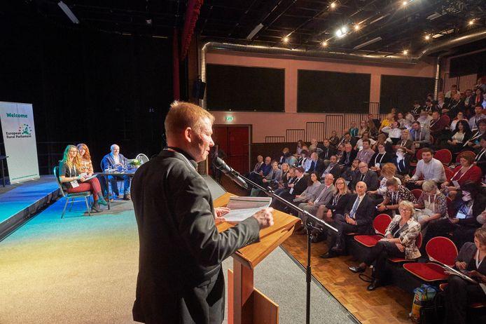 Een van de sprekers tijdens het Europees Plattelands Parlement in De Horst te Venhorst.