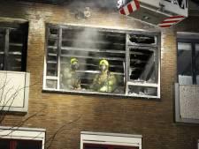 Bewoner zwaargewond na uitslaande brand in woning in Rotterdam-Schiebroek