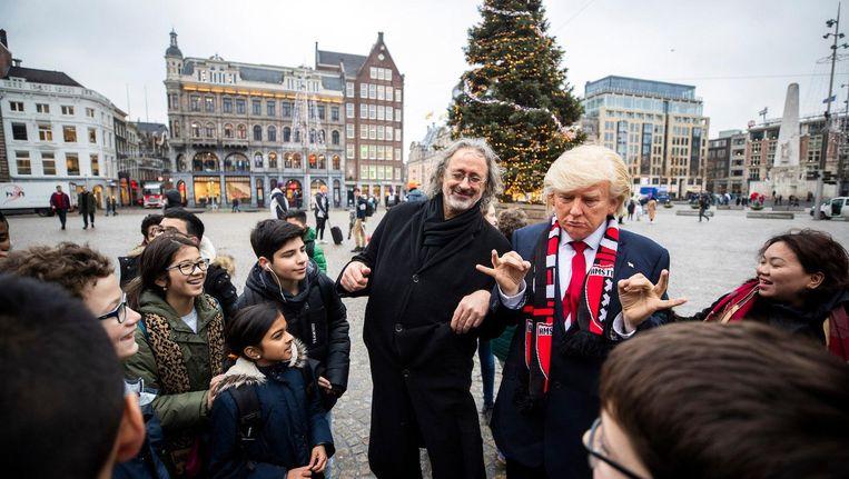 Trump en zijn wassen neus, woensdag op de Dam. Beeld anp