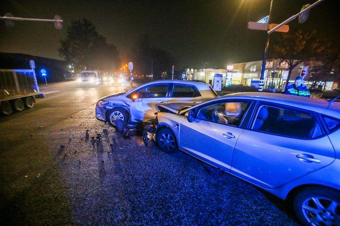 Twee auto's tegen elkaar gebotst op de Liesselseweg in Deurne.