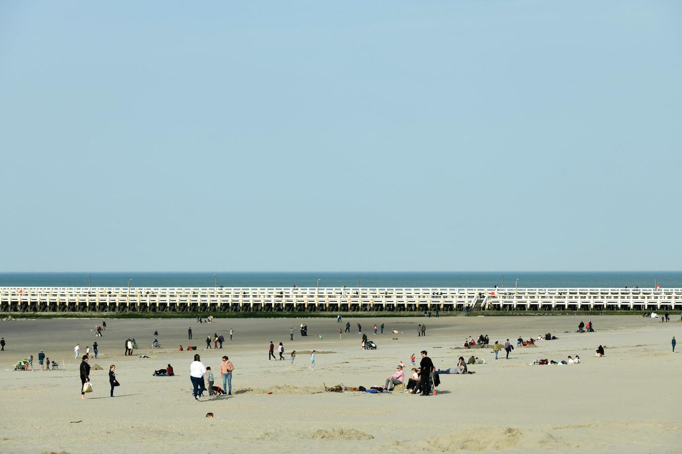 Gezellig druk op de Zeedijk (photo by Florian Van Eenoo/Photo News)