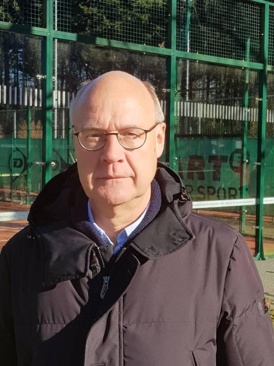 """Huub Kokshoorn (61) uit Ulvenhout: ,,Na een middagje oefenen, speel je al een partijtje. Dat lukt je met tennis niet."""""""
