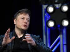 Elon Musk negeert verbod en gaat zelf aan lopende band in Teslafabriek staan