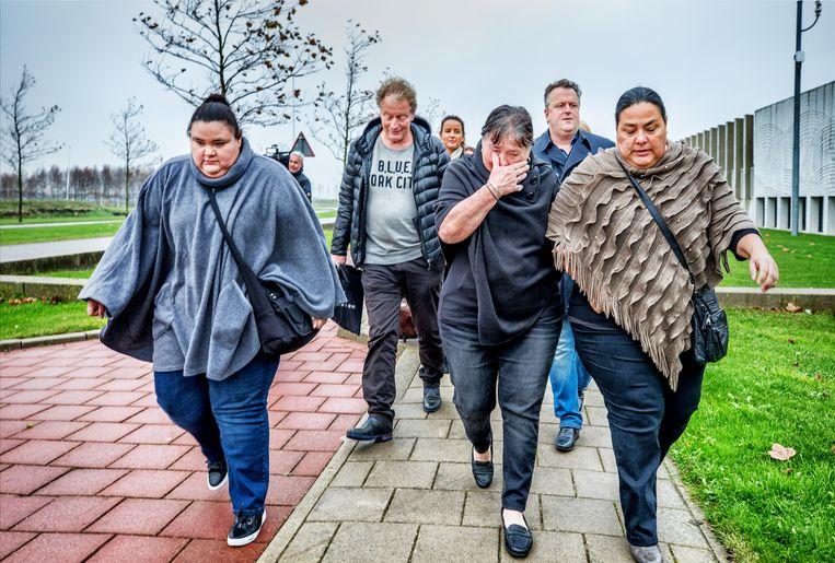 De familie van Mitch Henriquez in november 2017 tijdens het proces tegen de twee politieagenten die betrokken waren bij de fatale arrestatie. Beeld Raymond Rutting / de Volkskrant