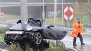 Porsche slaat te pletter tegen verlichtingspaal in Aalbeke