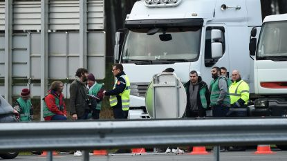 Franse truckers blokkeren snelwegen in heel het land om brandstofplan
