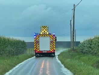 Brandweer ruimt kilometerslang stinkend spoor op in Westrozebeke en Passendale