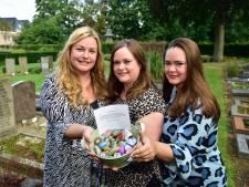 Trooststeentjes geven kleur aan begraafplaats: 'Een beetje vrolijkheid op een sombere plek'