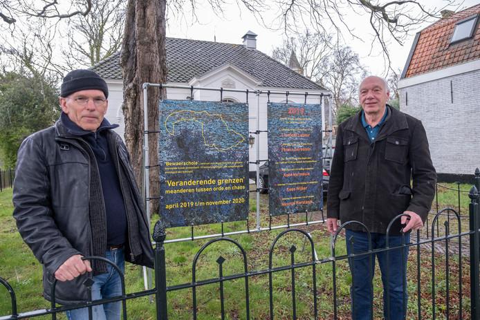 Bas van Damme (links) en Bert Coenen bij de Bewaerschole. De Middelburgse kunstenaar Ramon de Nennie ontwierp de nieuwe 'huisstijl' van de Bewaerschole. Dat gebouw werd in 1873 als kleuterschool gebouwd