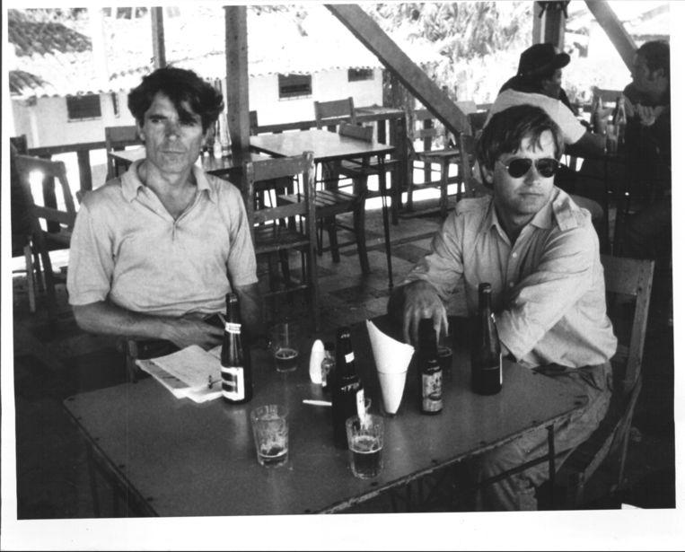 Koos Koster en Jan Kuiper op een terras . Beeld