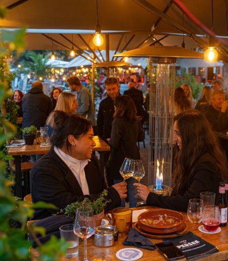 Nieuws gemist? Corona lijkt ver weg in 'versoepelweekeinde' en feestende jongeren zorgen voor overlast in Oost-Nederland. Dit en meer in jouw overzicht