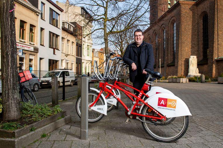 Wouter Van Besien laat de auto zoveel mogelijk staan in de stad en kiest voor de fiets.