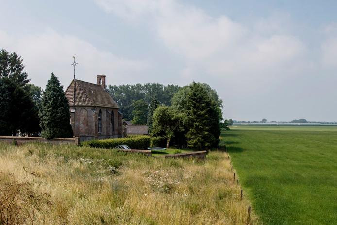 Aan de Hoge Maasdijk in Hedikhuizen staat een bijzonder kerkgebouw met een rijke geschiedenis.