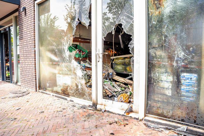 De brand bij de Tayba-supermarkt in Wijchen heeft veel schade veroorzaakt.