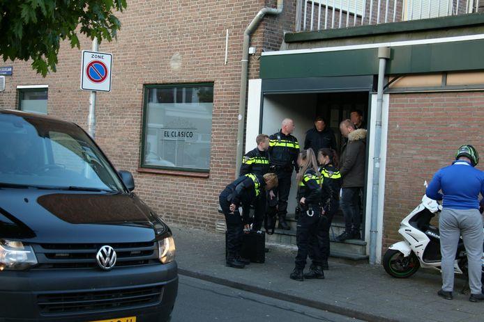 De politie deed een inval bij shisha lounge El Clasico
