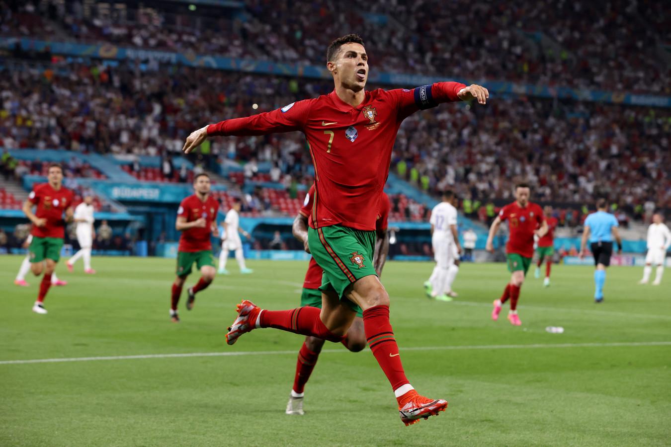 Ronaldo scoorde twee keer vanaf de stip.