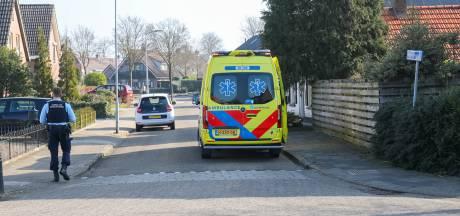 Motorrijder gaat onderuit op kruispunt in Wezep en raakt gewond door val