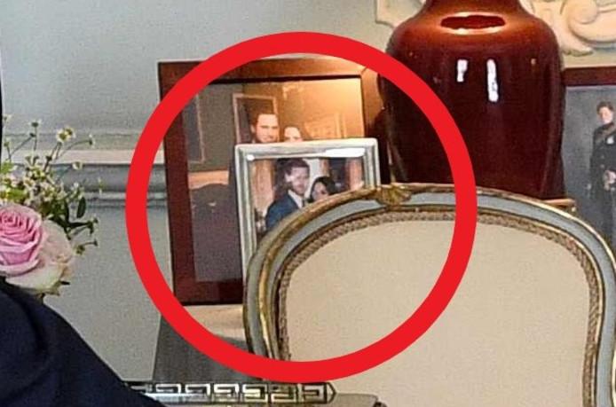 In juli stond de foto van Harry en Meghan er nog.