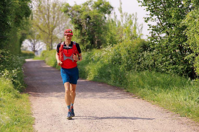 Ultraloper Teun Geurts doet donderdag een poging de recordtijd waarin Gerben Oevermans in september het Pieterpad liep (drie dagen en zestien uur) te breken. Beeld Erik van Kempen