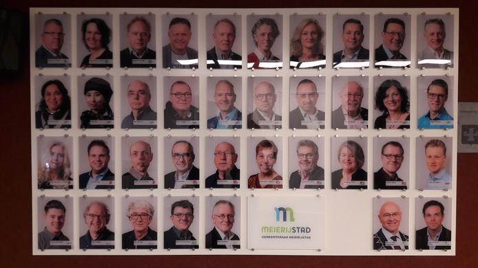 Meierijstad heeft de foto's van gemeenteraadsleden aan de wand in het bestuurscentrum al aangepast. De foto's beginnen nu met de grootste partij CDA. En vervolgens de twee groepen van Team Meierijstad apart.