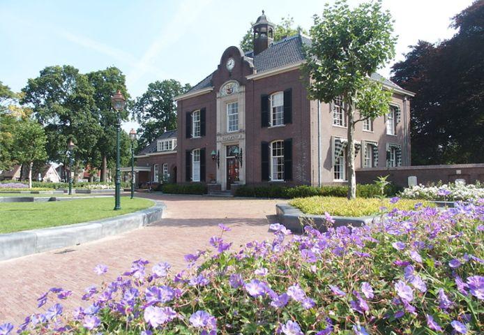 Het Heerder gemeentehuis.