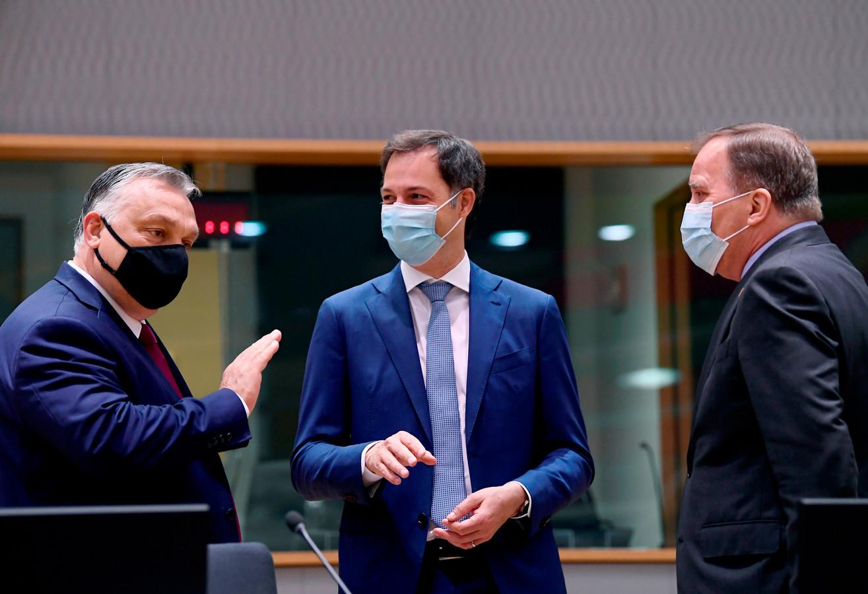 Alexander De Croo avec Viktor Orban (à gauche) lors d'un sommet européen à Bruxelles, en mai dernier.