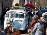 Uitvaart Ichelle zoals ze waarschijnlijk zelf had gewild, in oud Volkswagenbusje en met vrolijke dixielandmuziek
