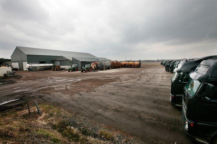 De milieupolitie startte een eigen onderzoek naar vermeende wantoestanden bij ondernemer Van den Broek in Lierop. Deze foto dateert van 2010.