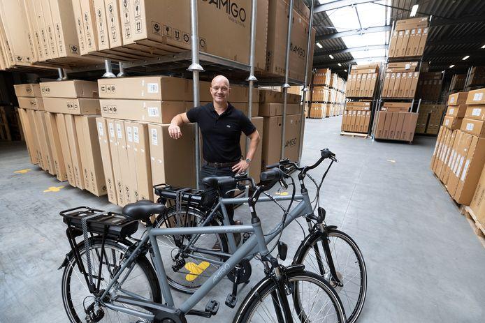 De bakermat van TOM: Tom te Riele in het fietsenmagazijn van eigen merk Amigo.