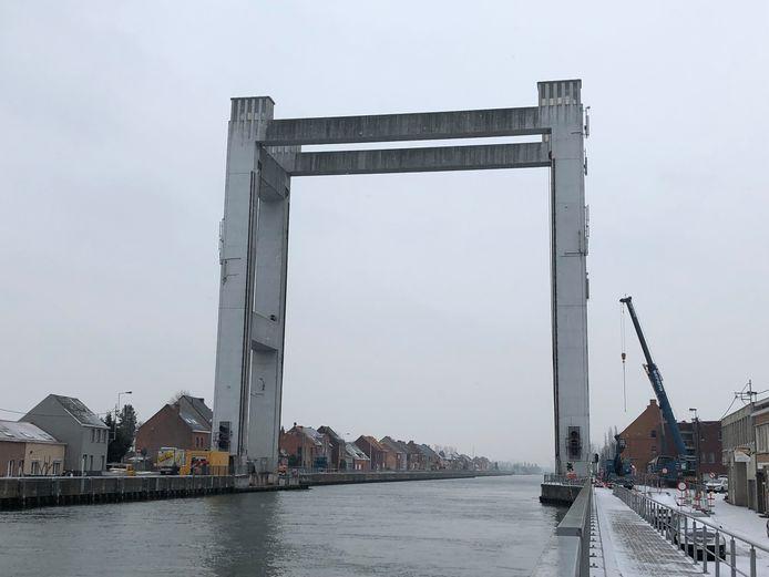 De veerdienst zal operationeel blijven tot de brug hersteld is.