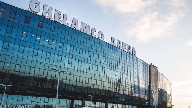 """KAA Gent plaatst 2.000 zonnepanelen op dak van Ghelamco Arena. """"Geplaatst door vluchtelingen, jaarlijkse besparing van 250 ton CO2"""""""