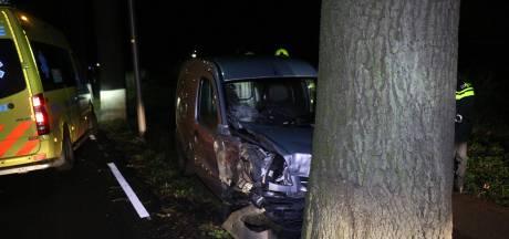Automobilist gewond door botsing met bomen in Zevenaar