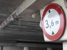 Nog even wachten op balk bij berucht viaduct Waalwijk: blijft opletten voor te hoge trucks