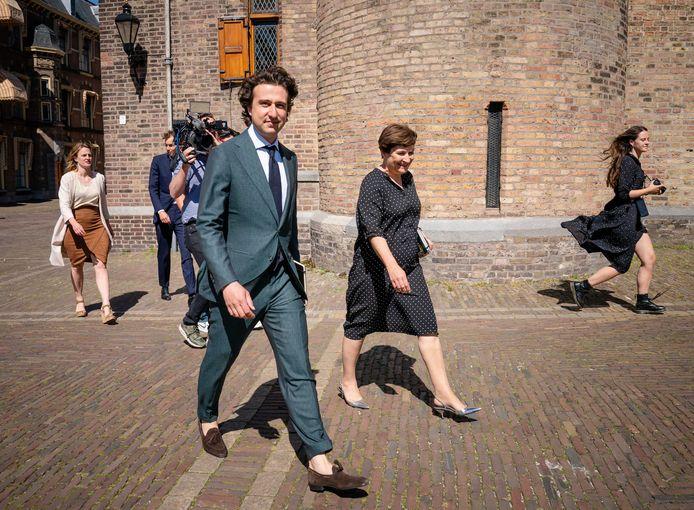Fractieleiders Jesse Klaver (GroenLinks) en Lilianne Ploumen (PvdA) bij aankomst voor een gesprek met informateur Hamer en VVD-leider Rutte.
