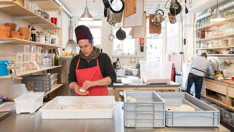 Jechiam Gural, het brein achter Baking Lab: 'We bakken hier verhalen' Beeld Charlotte Odijk