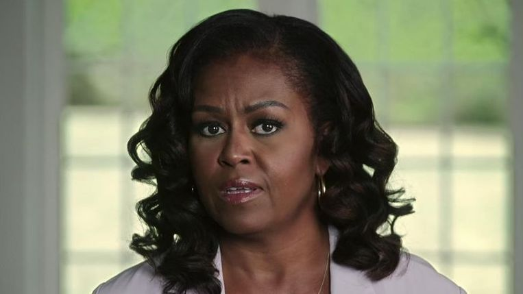 'Racisme, angst, verdeeldheid': Michelle Obama veroordeelt Trump hard. Beeld RV