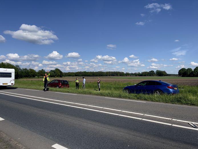 Een automobilist is gewond geraakt bij een botsing op de Twente-Route-N18 in Heelweg.