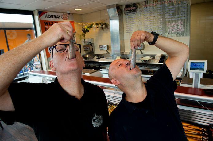 Het is D-day voor Jacob Heijnen (l) van Fish 'n Food en André Vukkink van 't Vissertje