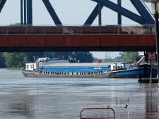 Schippers zijn aanvaringen bij Oude IJsselbrug in Zutphen zat en eisen maatregelen
