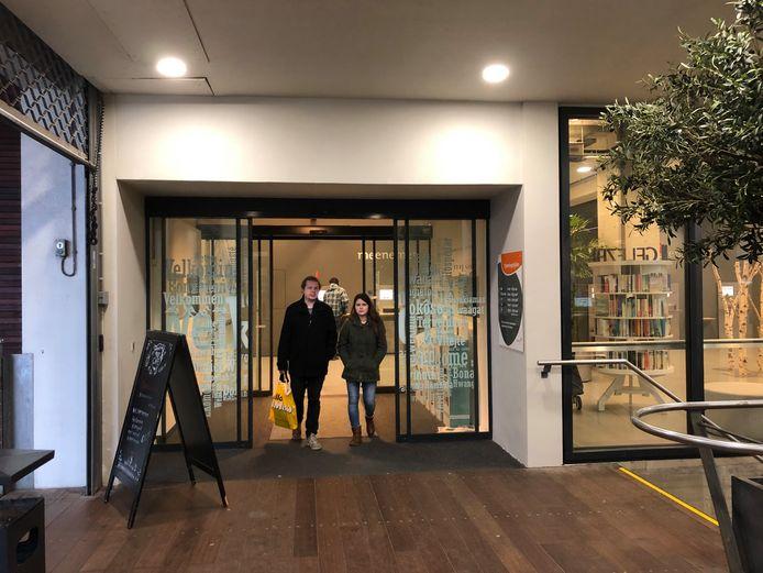 De openbare bibliotheek in de Witte Dame aan de Emmasingel in Eindhoven.