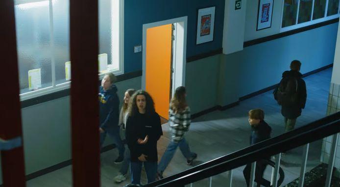 De clip werd opgenomen op de Juniorcampus.