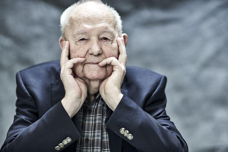portretten oude mensen bij stuk Marc Coenen Beeld Kurt Stallaert