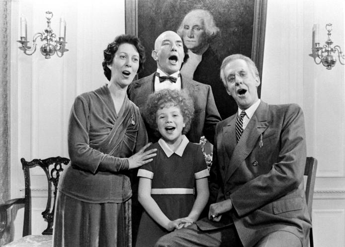 Martin Charnin, de bedenker van de succesvolle Broadwaymusical Annie, is overleden. Dat heeft zijn familie zondag bekendgemaakt.