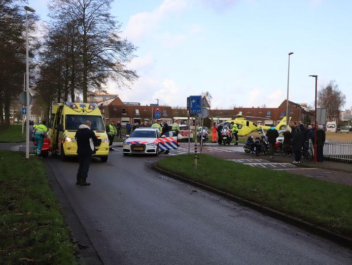 Bij de Paletsingel in Zoetermeer zijn een scooter en een auto op elkaar gebotst. Daarbij raakte de bestuurder van de scooter zwaargewond.
