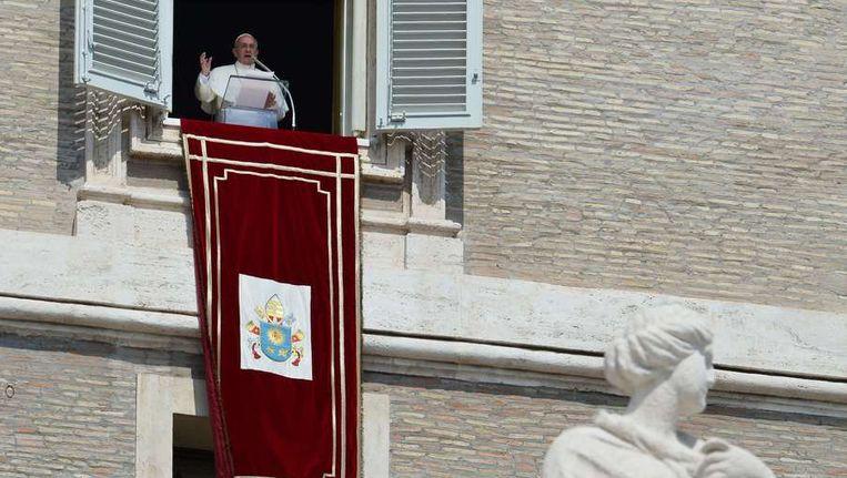 Paus Franciscus zondag in het Vaticaan. Beeld afp