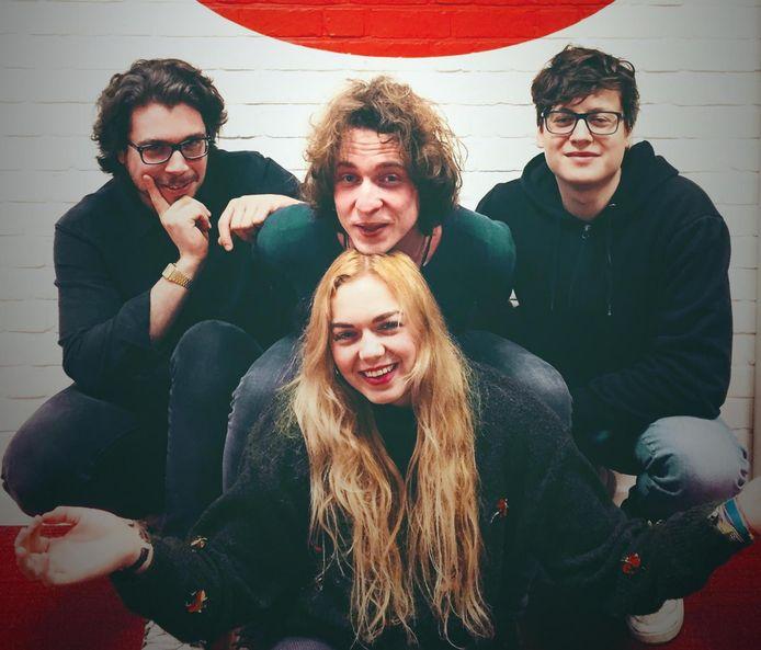 Jente Pironet (midden) met de overige bandleden van Portland, op een archieffoto.