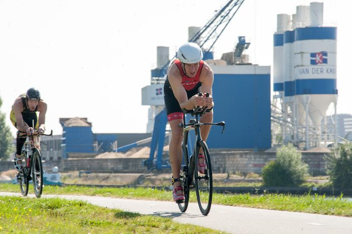 De 998 deelnemers reden onder meer over het fietspad langs de Eem.