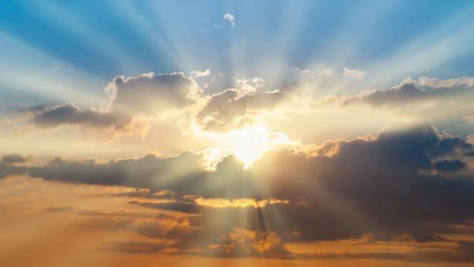 Waarom wordt het de komende dagen zo warm? En waar komt die rooskleurige lucht precies vandaan? Wetenschapsexpert Martijn Peters legt uit